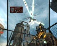 Необходимость защищаться от пуль куском пуленепробиваемого стекла - весьма оригинальное геймплейное решение.